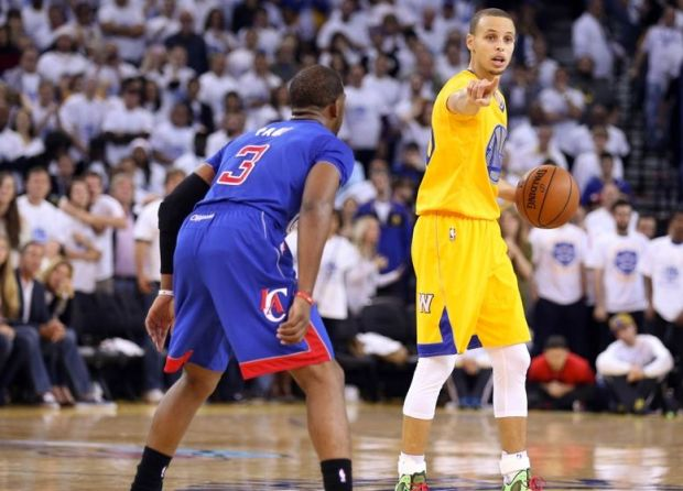 Dec 25, 2013; Oakland, CA, USA; Golden State Warriors point guard Stephen Curry (30) calls out to his teammates against Los Angeles Clippers point guard Chris Paul (3) during the fourth quarter at Oracle Arena. Mandatory Credit: Kelley L Cox-USA TODAY Sports