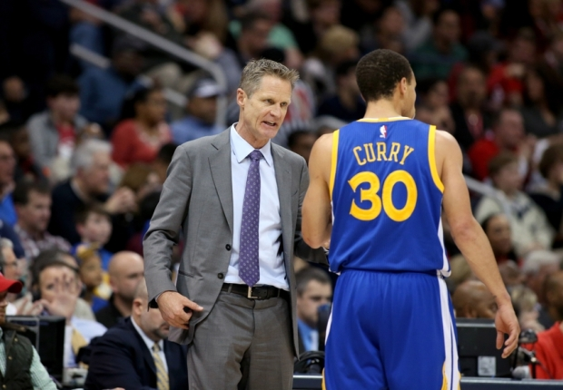 Feb 6, 2015; Atlanta, GA, USA; Golden State Warriors head coach Steve Kerr talks with guard Stephen Curry (30) in the third quarter of their game against the Atlanta Hawks at Philips Arena. The Hawks won 124-116. Mandatory Credit: Jason Getz-USA TODAY Sports