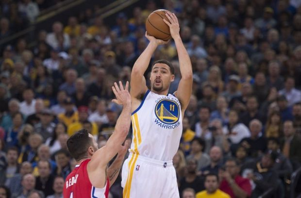 November 4, 2015; Oakland, CA, USA; Golden State Warriors guard Klay Thompson (11) shoots the basketball against Los Angeles Clippers guard J.J. Redick (4) during the first quarter at Oracle Arena. Mandatory Credit: Kyle Terada-USA TODAY Sports
